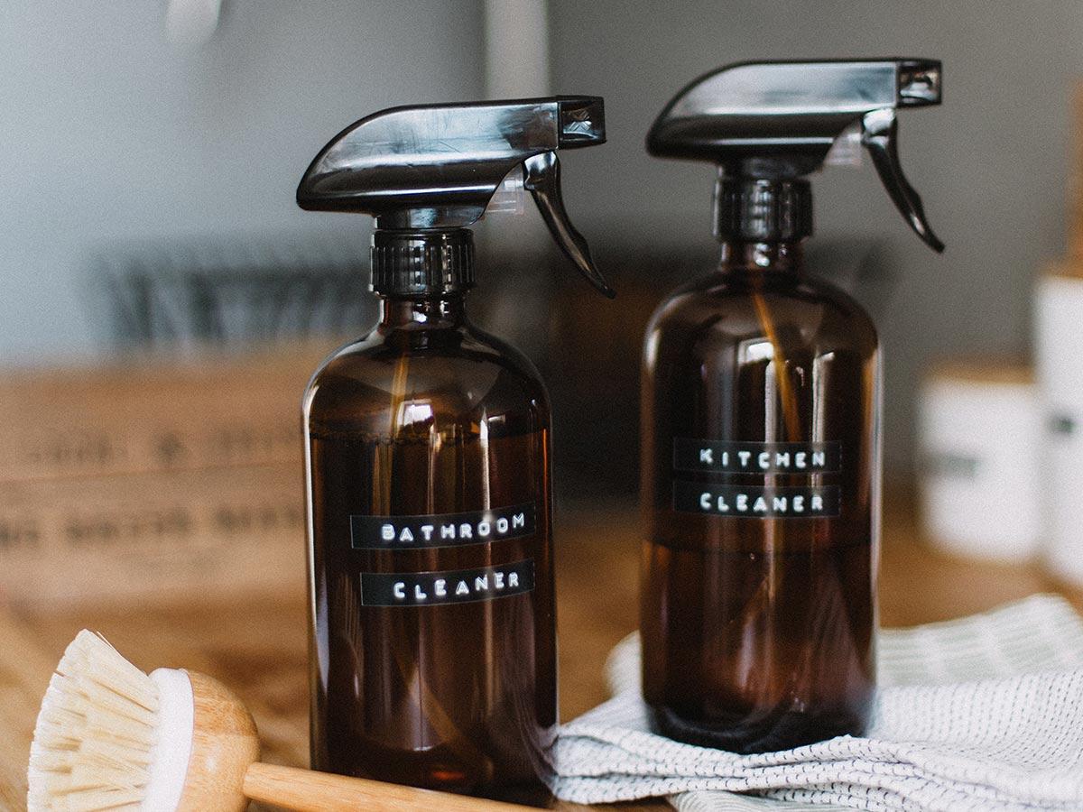 recipientes para poner productos de limpieza sostenibles