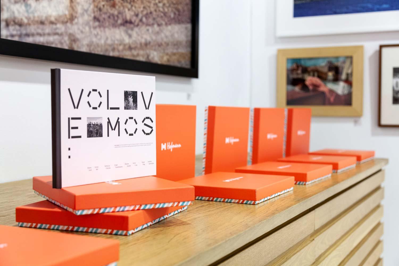 """Hofmann presenta """"Volvemos"""", el libro solidario que recoge todas las fotografías de la exposición urbana desarrollada por MBCS y UM de la mano de PHotoESPAÑA"""